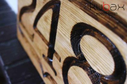 číslo domu z dreva