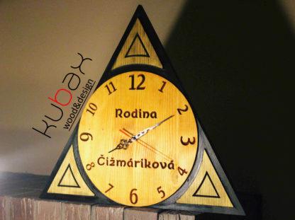 drevené hodiny na stenu