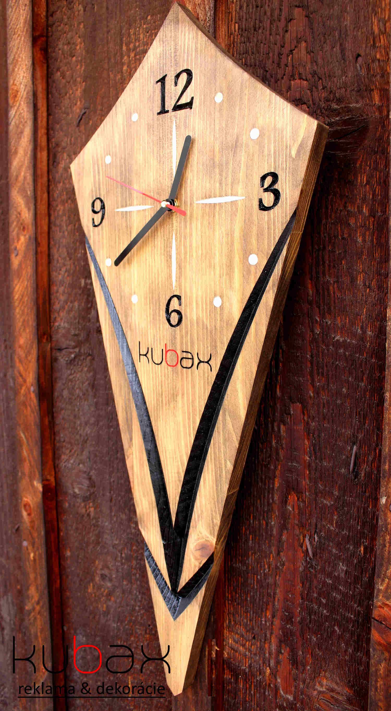b6d335e5c10 Drevené hodiny na stenu Elcia
