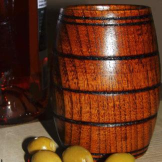 drevený krígeľ na pivo