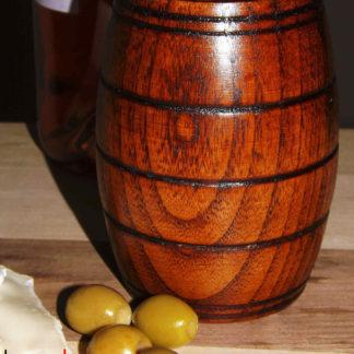 drevený pohár na víno